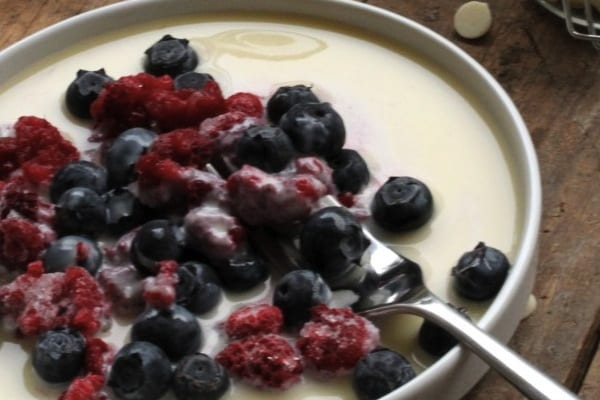 Frozen-Berries-with-White-Chocolate-Sauce--733x1024