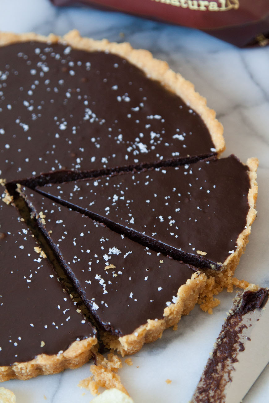 Salted Chocolate Kettle Chip Tart / Desserts for Chocolate Lovers from www.whatsgabycooking.com (@whatsgabycookin)