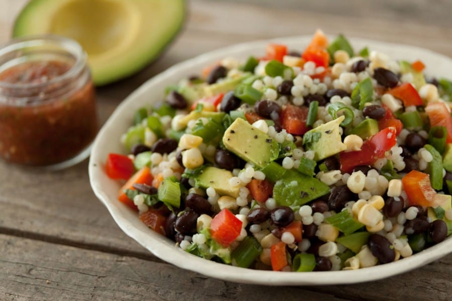 Salat mit couscous avocado