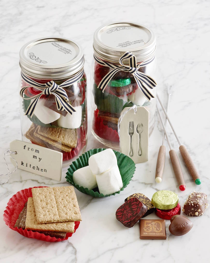 Last Minute Holiday Gift: S'mores Kit