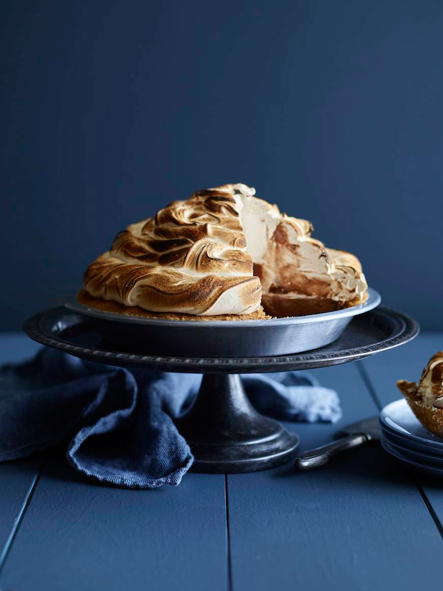S'more Pudding Pie / Desserts for Chocolate Lovers from www.whatsgabycooking.com (@whatsgabycookin)